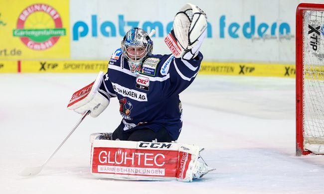 Mathias Lange steht gegen Mannheim wieder im Tor der Roosters - © by Eishockey-Magazin (JB)