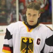 Stephan Kronthaler verstärkt Falken-Verteidigung