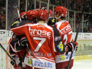 Torjubel der Eispiraten - © by Eishockey-Magazin (SR)