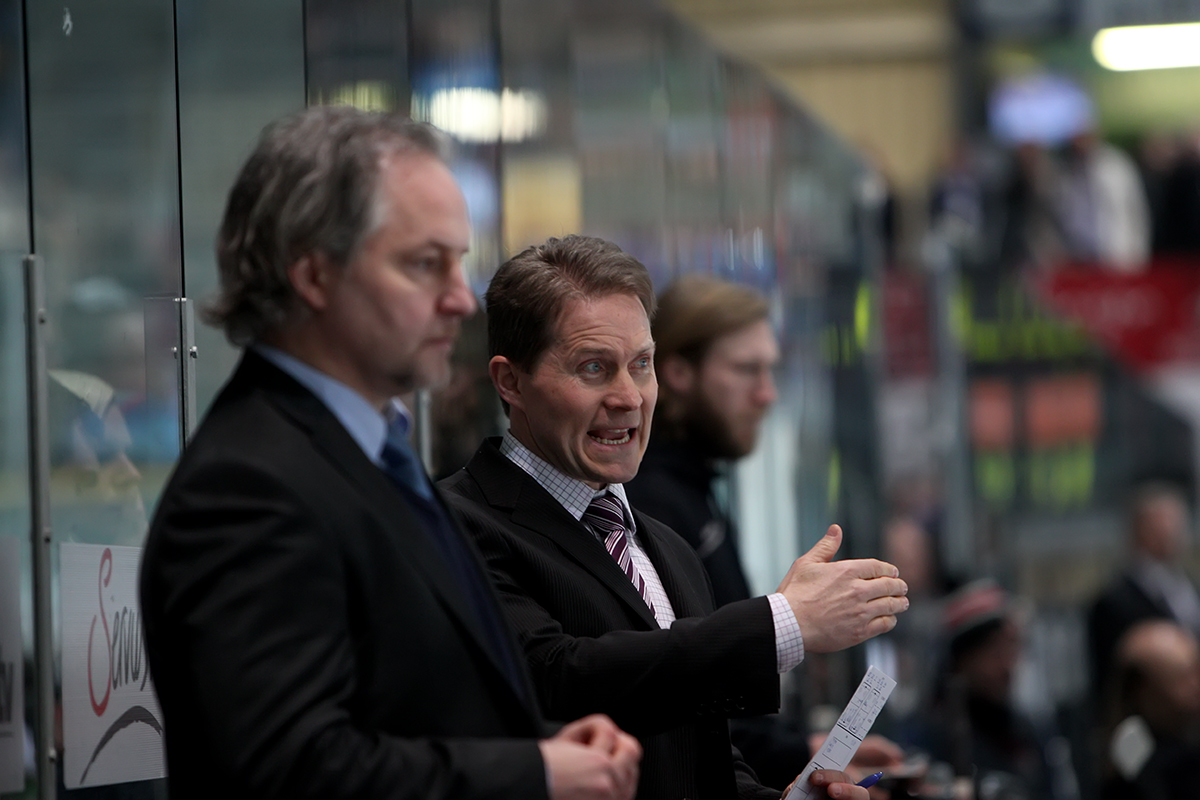 "Haie-Headcoach Cory Clouston mit ""Co"" Thomas Brandl (links) - © by EH-Mag. (JB)"