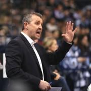 Coach´s Corner mit Wiens Head-Coach Serge Aubin