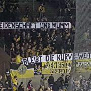 Stiller Protest der Fans der Krefeld Pinguine