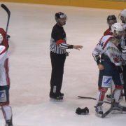 Herne: Fliegende Fäuste, 118 Strafminuten und Hockeyemotionen pur