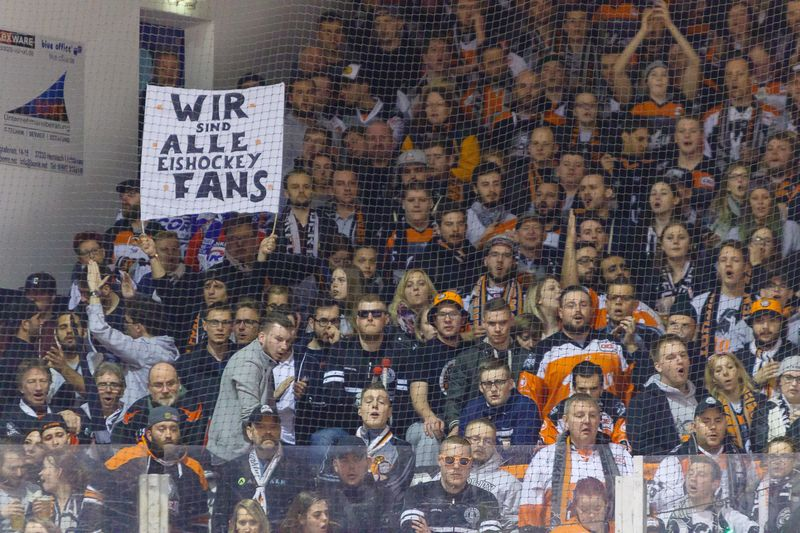 Fans Frankfurt - © by Eh.-Mag. (SD)