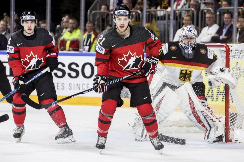 Kanada mit 21-Brayden Point und Mitch Marner vor dem deutschen Torwart Philipp Grubauer  Foto: ISPFD