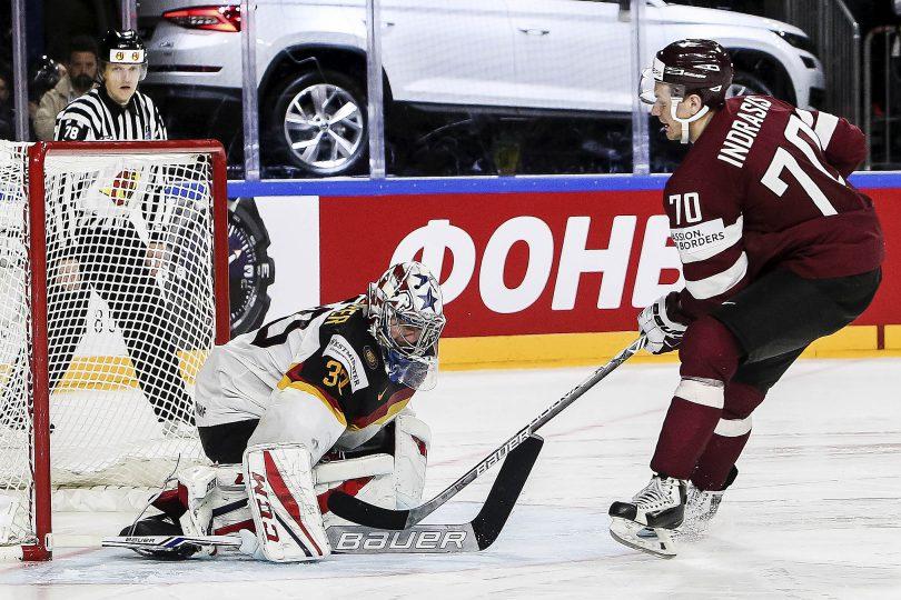Deutschlands Torwart Philipp Grubauer entschaerft alle 3 lettischen Penaltys und verhilft Deutschland so zum Einzug ins Viertelfinale  Foto: ISPFD