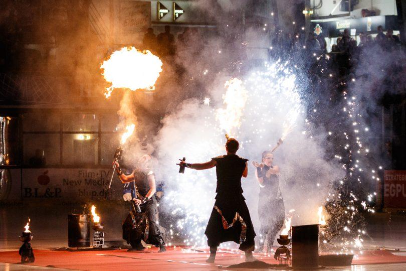 Feuershow zu Beginn - © by Eh.-Mag. (SD)