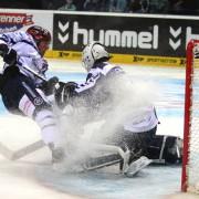 Freezers müssen sich Roosters im Penaltyschießen geschlagen geben