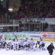 """""""Wir wollen Euch kämpfen sehen!"""" – Iserlohner Fans machen ihrem Unmut nach desolatem Auftritt gegen Augsburg Luft"""