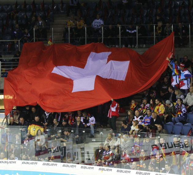 """Klein, bullig, schussstark: Wie Kanadier des """"zweiten Glieds"""" das Schweizer Eishockey der 1980er und 1990er Jahre dominierten"""