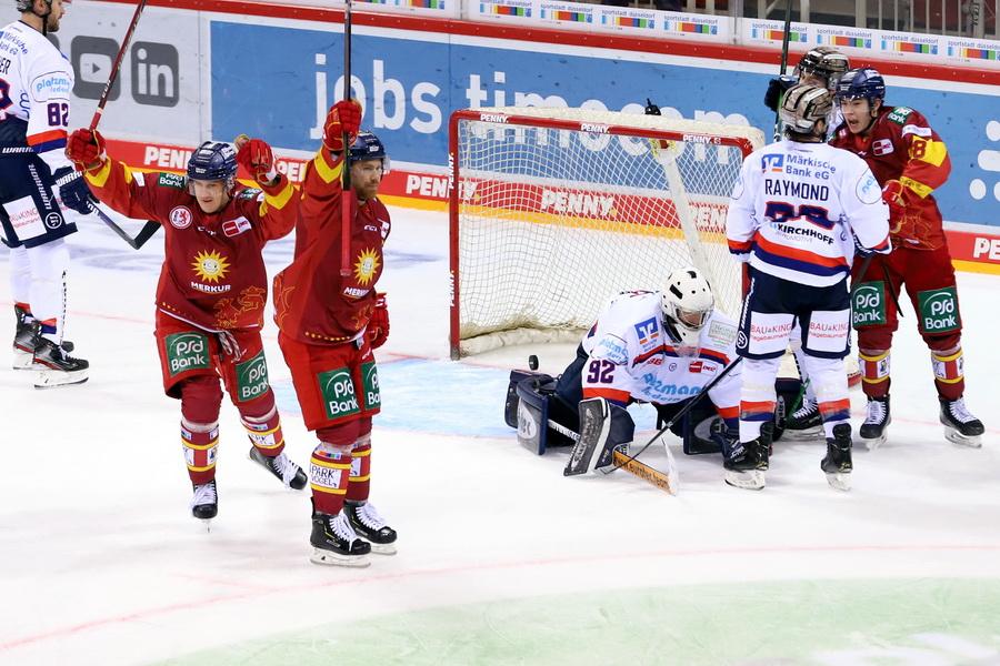 DEG bejubelt Treffer gegen Iserlohn – © Sportfoto-Sale (DR)