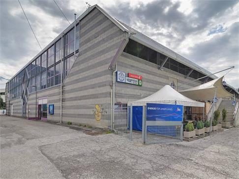 Dach der Weihenstephan-Arena in Sterzing eingestürzt