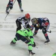 """Mathias Niederberger: """"Für solche Partien, wenn es richtig eng wird und die Mannschaft zusammenrücken muss, spiele ich Eishockey"""""""