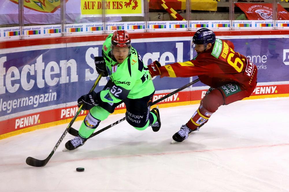 Petrus Palmu enteilt Bernhard Ebner – © Sportfoto-Sale (DR)
