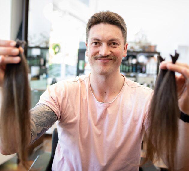 Konrad Abeltshauser spendet Haare für den guten Zweck
