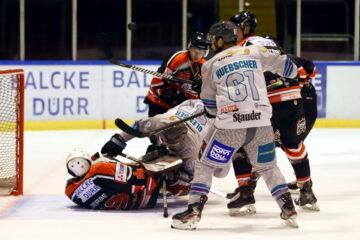 Schwerstarbeit für Ratingens Goalie Felix Zerbe – © Sportfoto-Sale (DR)
