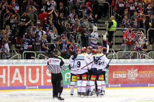 Berliner Fans beim Torjubel