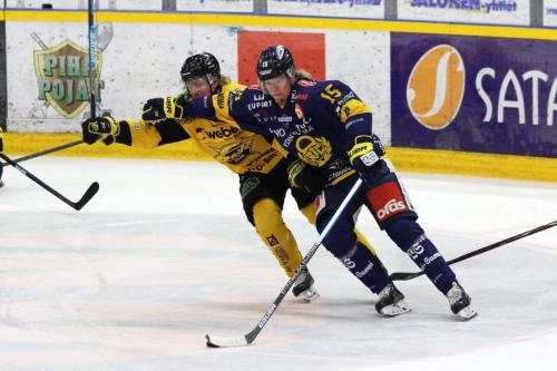 Lukko Rauma (blaues Trikots) setzte sich gegen SaiPa Lappeenranta durch - © by Eh.-Mag. (DR)